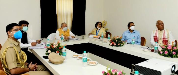 यूनिवर्सिटी के अतिथिगृह में चारों विश्विद्यालय के कुलपतियों के साथ बैठक की।
