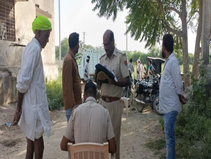 पोस्टमार्टम के लिए पंचनामा की कार्रवाई करती पुलिस। - Dainik Bhaskar