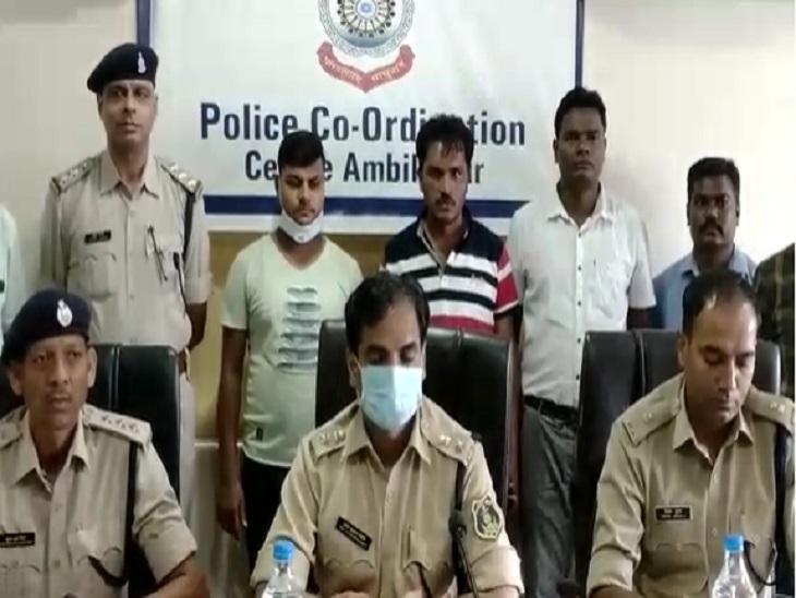 पुलिस ने इन दो आरोपियो के अलावा एक महिला को भी गिरफ्तार किया है। - Dainik Bhaskar