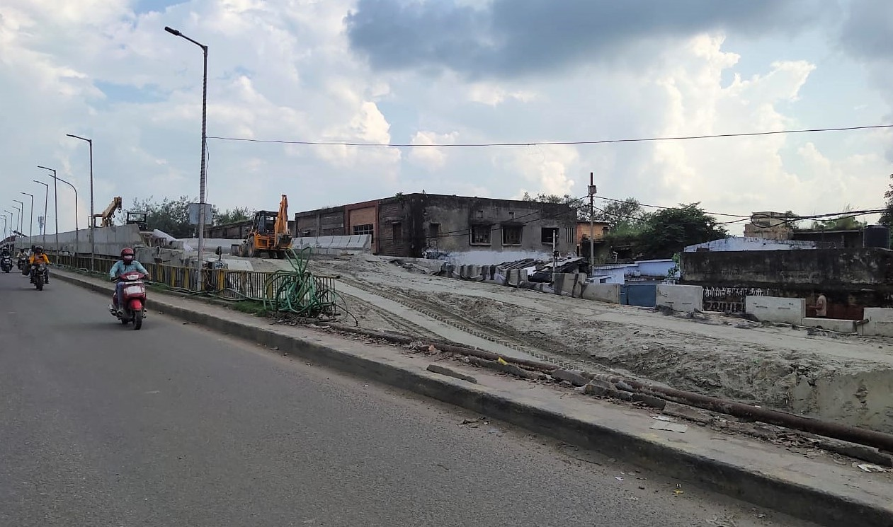 मंदिर शिफ्ट होने के बाद पुल की रैंप बनाने का काम हुआ तेज, 3 दिनों में बनना शुरू होगी रोड, रोजाना 5 लाख लोगों को मिलेगा फायदा|कानपुर,Kanpur - Dainik Bhaskar