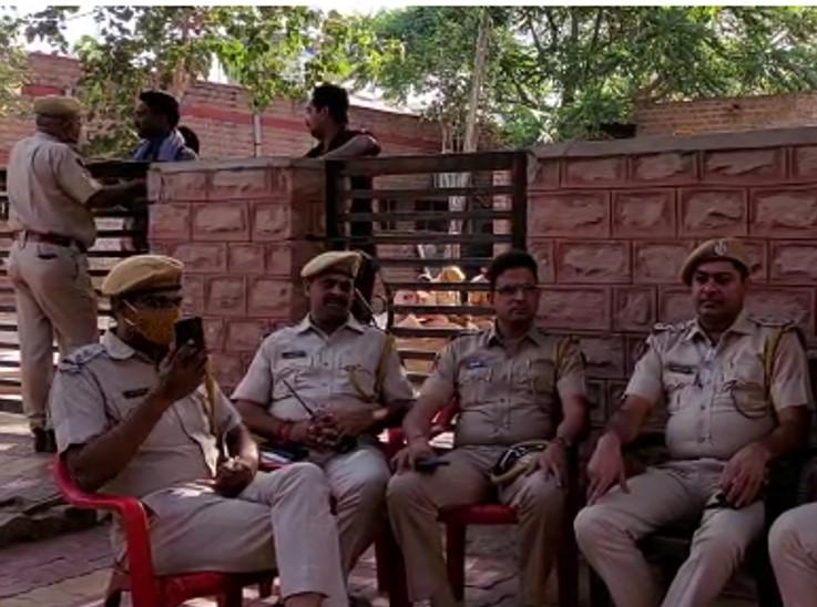 शव उठाने से इनकार, अस्पताल में जुटने लगे लोग, हड़ताल पर गए शहर के साढ़े चार हजार सफाईकर्मी जोधपुर,Jodhpur - Dainik Bhaskar