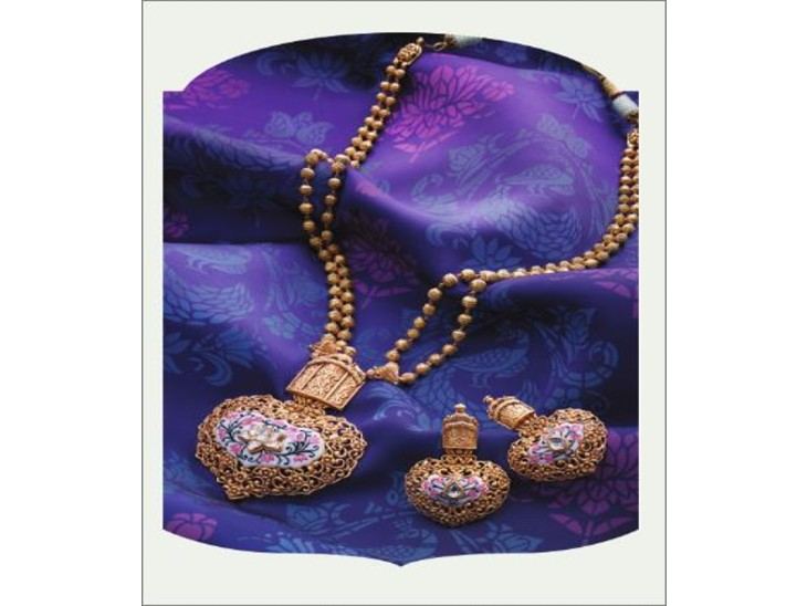 काश्यम कलेक्शन बनारस की समृद्ध विरासत, परंपरा और आस्था को दर्शाने वाली कला एवं संस्कृति, मंदिरों और वास्तुकला से प्रेरित है। - Dainik Bhaskar