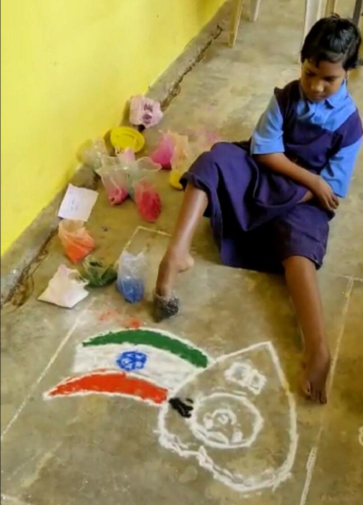 विश्व बालिका दिन पर रंग प्रतिद्वंद्वी में राजेश्वरी ने पहला स्थान प्राप्त किया।