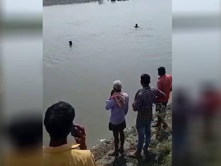 मां और बड़े बेटे को लोगों ने बचाया, पिता और छोटे बेटे की मौत, भतीजा अभी भी लापता|कासगंज,Kasganj - Dainik Bhaskar