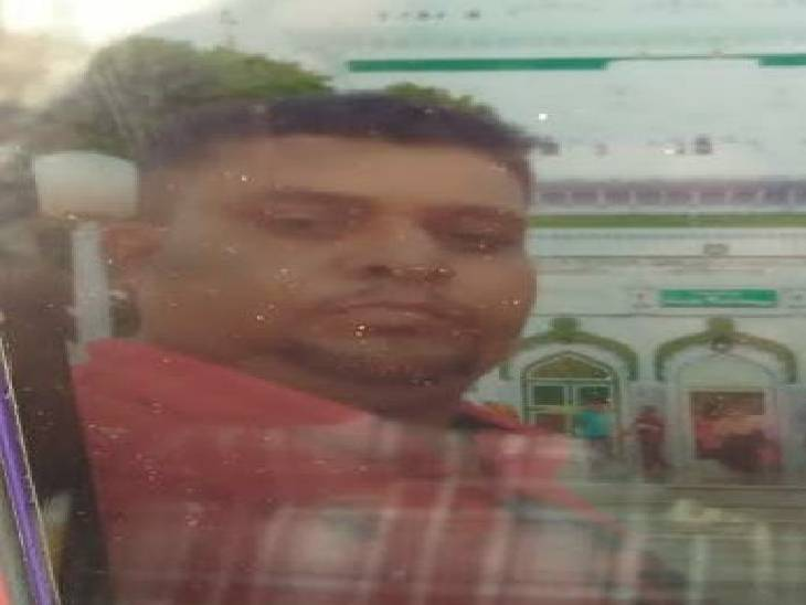 रोड किनारे लगे पत्थर से बाइक टकराने से हुआ घायल, अस्पताल ले जाते वक्त गई जान|उन्नाव,Unnao - Dainik Bhaskar