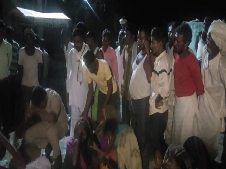 5 बच्चे एक साथ गए थे नहाने,परिजनों ने पानी से निकाला शव|शाहजहांपुर,Shahjahanpur - Dainik Bhaskar