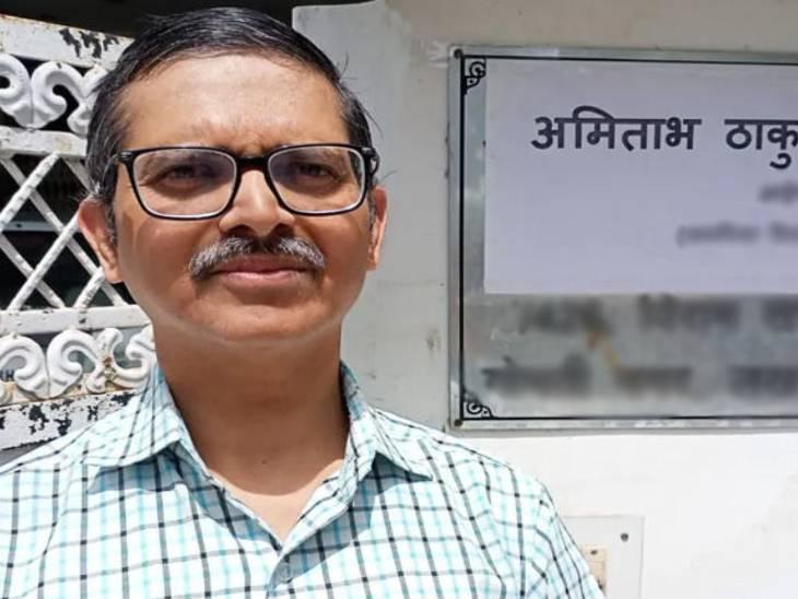पूर्व आईपीएस अमिताभ ठाकुर को उनके आवास से गिरफ्तार किया गया था।