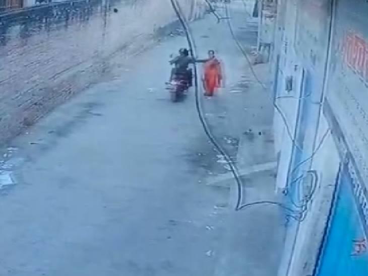 मॉर्निंग वॉक पर निकली थी महिला, बाइक सवार बदमाश चेन लूटकर हुआ फरार|ललितपुर,Lalitpur - Dainik Bhaskar