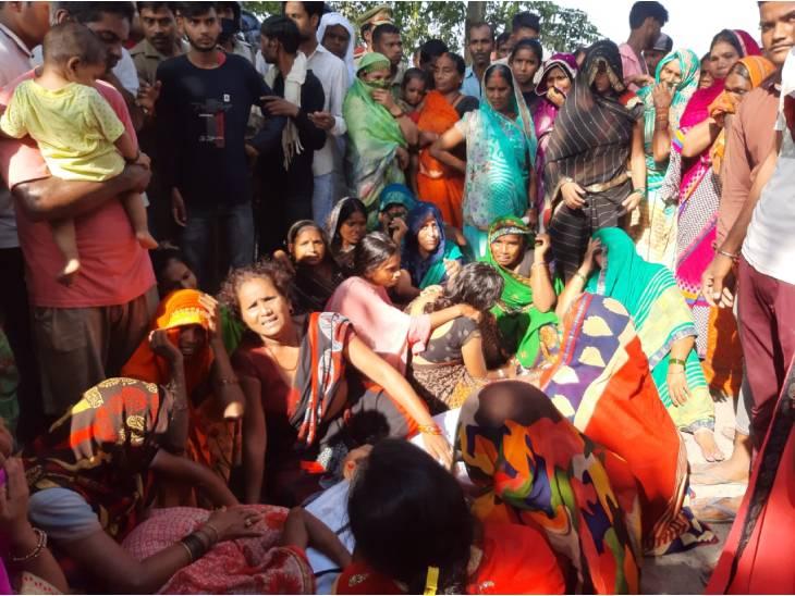 तीन दिन से लापता युवक का गांव के पास खेत में मिला शव, पत्नी ने हत्या की आशंका जताई|देवरिया,Deoria - Dainik Bhaskar