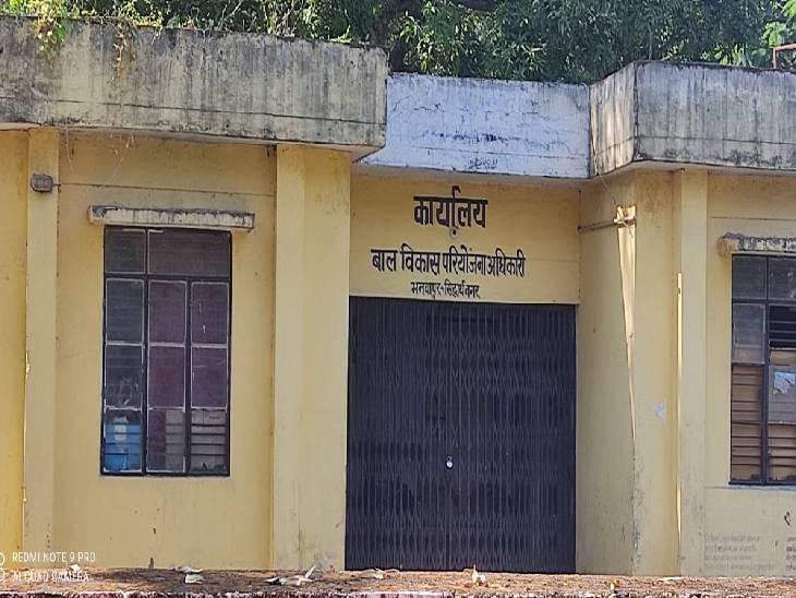 दो साल से मुंबई में रही है महिला, अधिकारियों ने नहीं की कभी कोई कार्रवाई|सिद्धार्थनगर,Siddharthnagar - Dainik Bhaskar