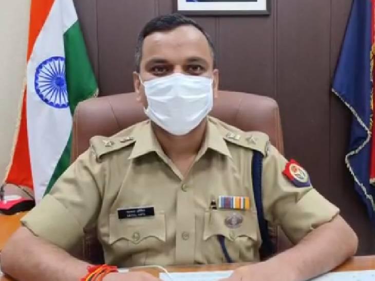 जमीन के अंदर दबाकर रखी गई थी अवैध शराब, पुलिस ने खोदकर निकाला|प्रतापगढ़,Pratapgarh - Dainik Bhaskar