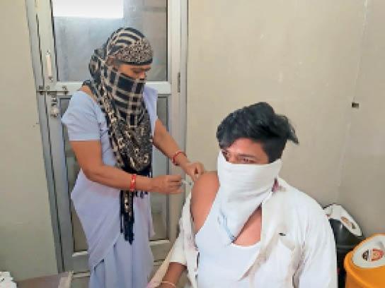 प्रतापगढ़ में अब तक 9 लाख लोगों को लगी वैक्सीन, 11 चिकित्सा केंद्रों पर शत-प्रतिशत लोगों को पहली डोज|प्रतापगढ़,Pratapgarh - Dainik Bhaskar
