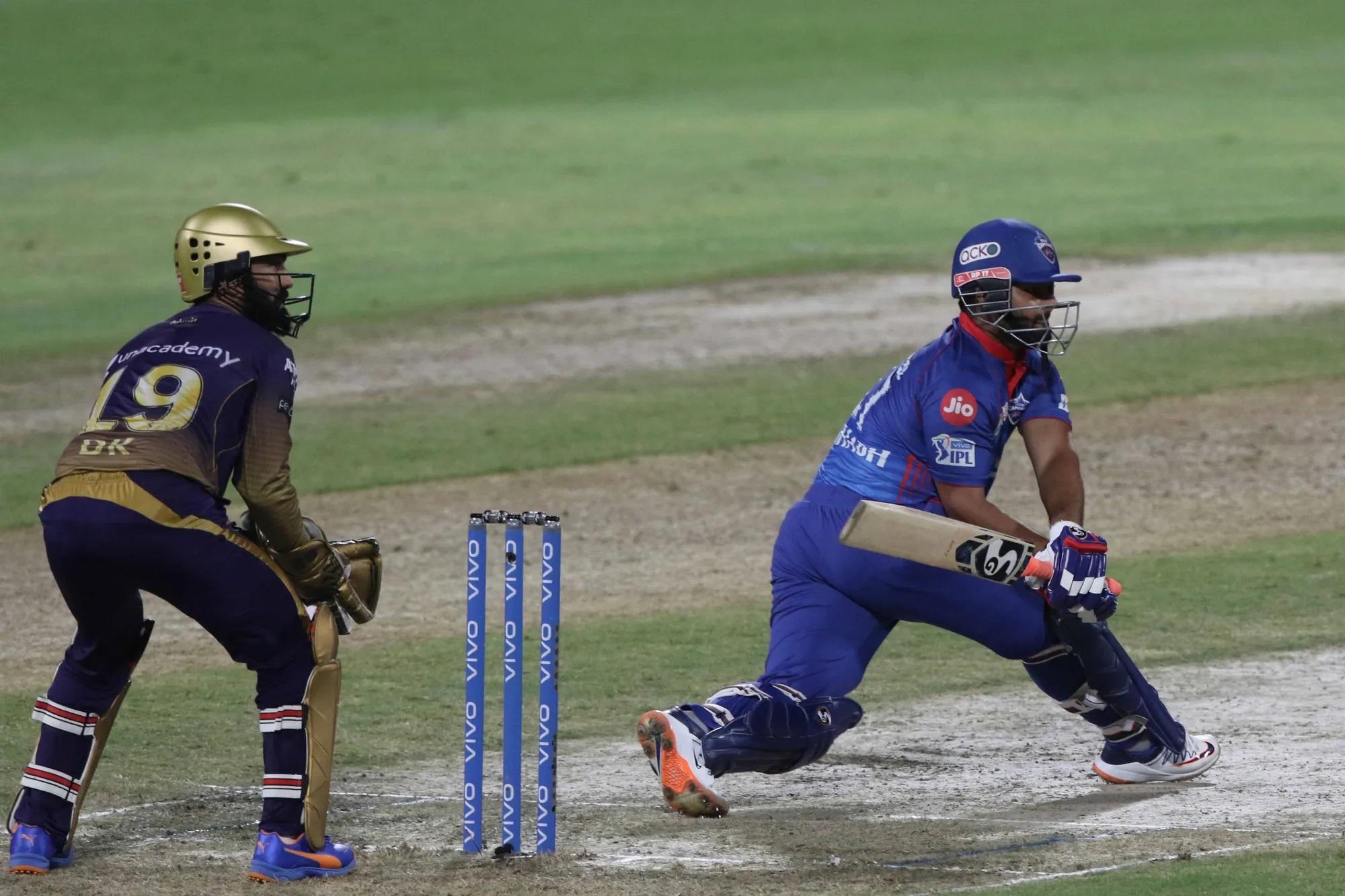 इसी कोशिश में बेकरार पंत भी 6 गेंद पर 6 रन बनाकर आउट हो गए। वह एक आसान सा कैच थमाकर वापस लौट गए। बस यही से पंत के चेहरे पर निराशा साफ झलकने लगी।