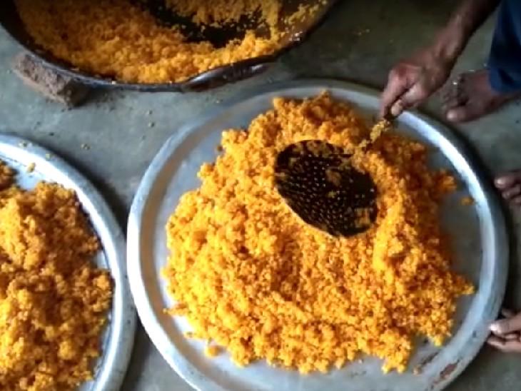टॉपर के गांव में उत्सव का माहौल। - Dainik Bhaskar