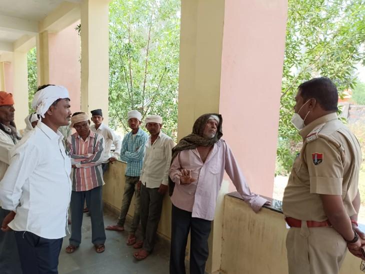 परिवार के साथ खाना खाने के बाद कमरे में गया,सुबह पिता ने देखा तो रस्सी के फंदेपर लटका मिला|डूंगरपुर,Dungarpur - Dainik Bhaskar