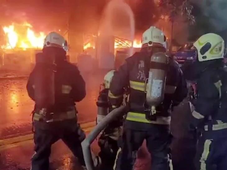 आग की लपटें इतनी तेज थीं कि दमकल कर्मियों को इसे बुझाने में मुश्किलें पेश आईं।
