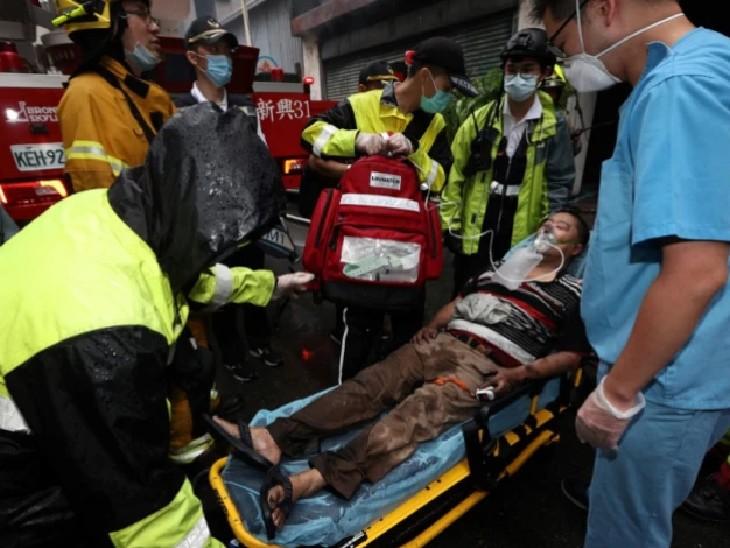आग की चपेट में आए लोगों का इलाज के लिए अस्पताल पहुंचाया गया है।
