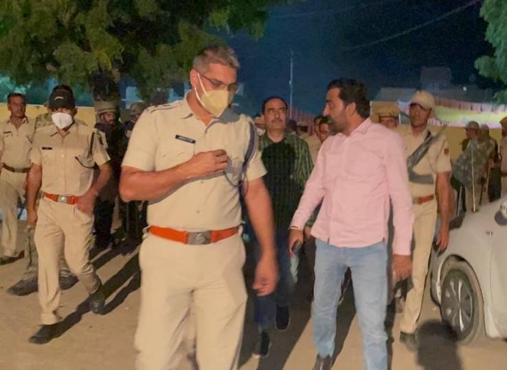 SHO सहित दो पुलिसकर्मियों को हटाया, RLP सुप्रीमो बेनीवाल धरना स्थल पर पहुंचे; 13 दिन पहले युवक पर हुआ था हमला|नागौर,Nagaur - Dainik Bhaskar