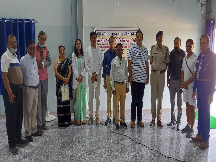 कैंप में 9 डॉक्टरों ने 200 पुलिस जवानों की हेल्थ स्क्रीनिंग की, एसपी बोले- जवानों को हर साल अपना हेल्थ चैकअप कराना चाहिए|बाड़मेर,Barmer - Dainik Bhaskar