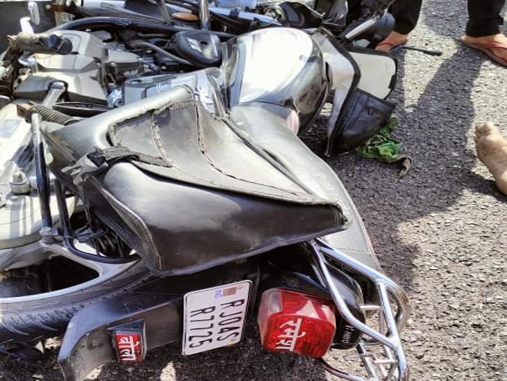 सड़क हादसे में क्षतिग्रस्त बाइक। - Dainik Bhaskar