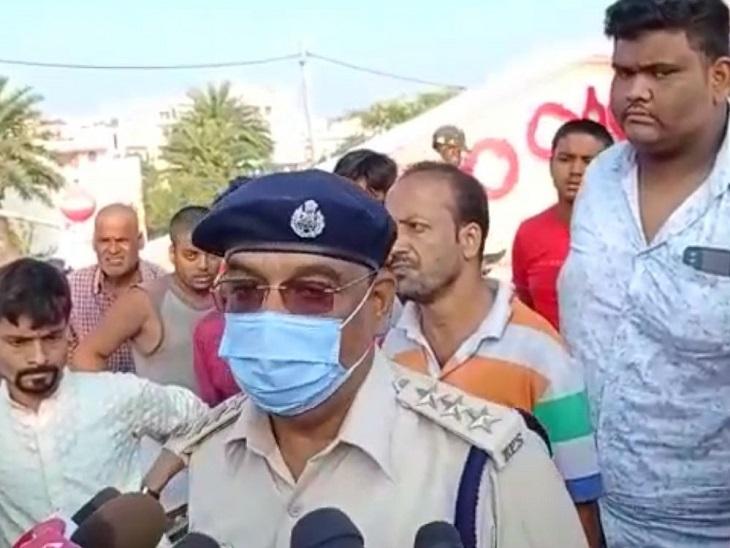 घटनास्थल पर पहुंचे सदर एसडीपीओ कृष्णनंदन।