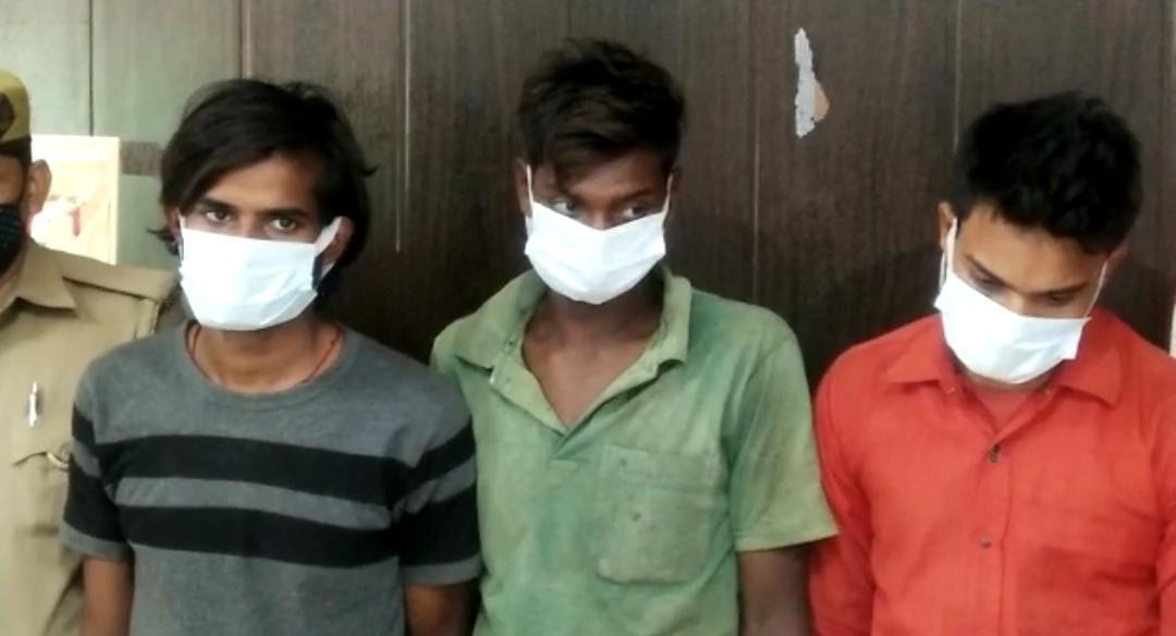 चेकिंग में पकडे़ गए बदमाश सूनसान जगह पर रात को लूट करते थे। - Dainik Bhaskar
