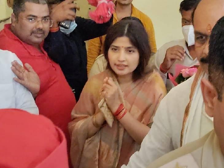 मिर्जापुर में दशहरा पर डिंपल यादव ने मां विंध्यवासिनी के किए दर्शन, सपा नेताओं ने किया स्वागत मिर्जापुर,Mirzapur - Dainik Bhaskar
