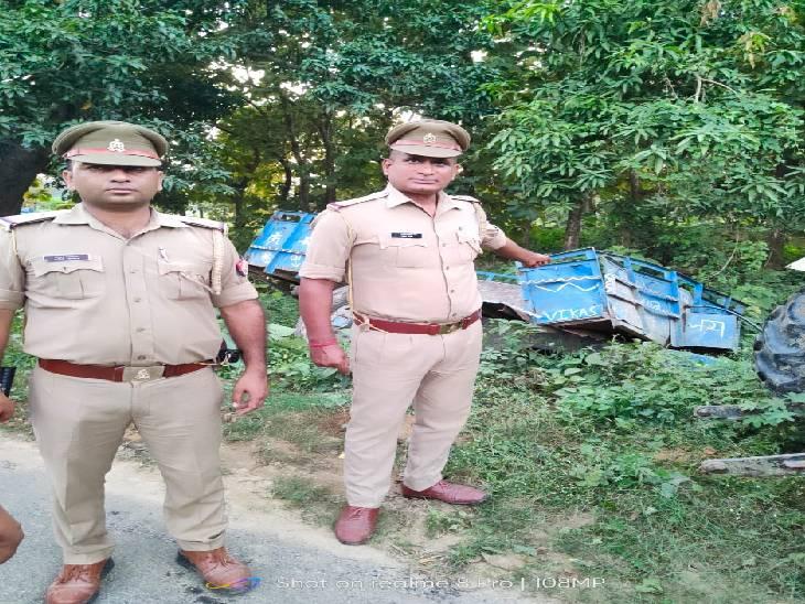 दुर्गा प्रतिमा का विसर्जन करके ट्रैक्टर ट्राली से आ रहे थे वापस, ट्रक से हो गई भिड़ंत गोंडा,Gonda - Dainik Bhaskar