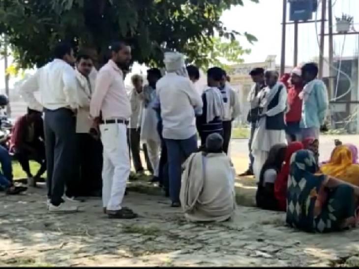 बगल से निकल रहा था, दूध दे रही गाय बिदक गई तो मार डाला|कासगंज,Kasganj - Dainik Bhaskar