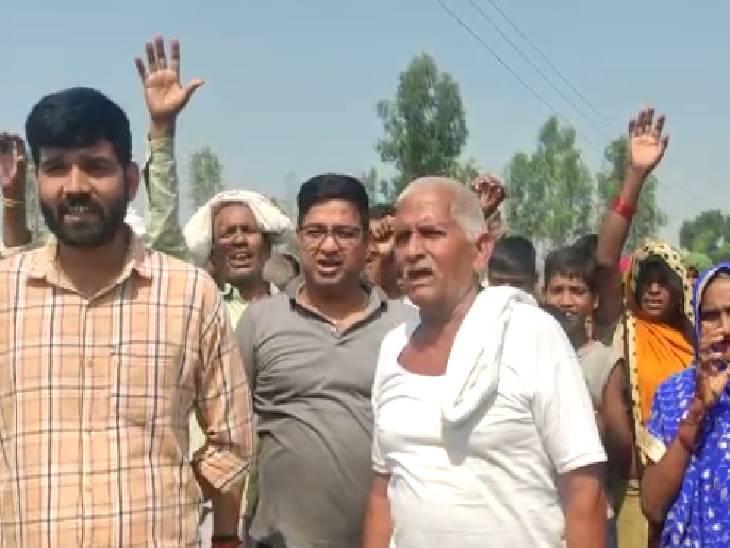 राज्यमंत्री सुरेश पासी के विधानसभा क्षेत्र में टूटी हैं सड़कें, ग्रामीणों ने दी वोट बहिष्कार की धमकी|अमेठी,Amethi - Dainik Bhaskar