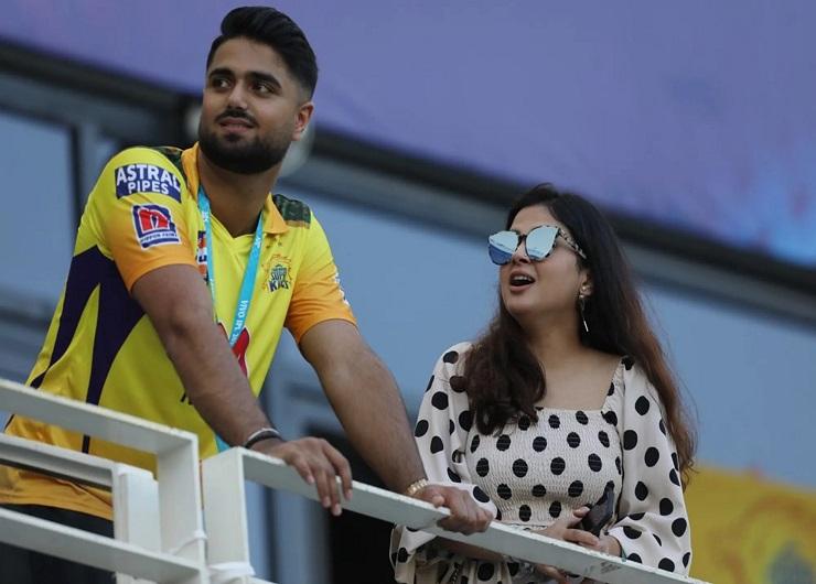 साक्षी CSK के हर मैच में स्पेशल ड्रेस पहनकर आईं, लेकिन स्टाइल नहीं बदला|स्पोर्ट्स,Sports - Dainik Bhaskar