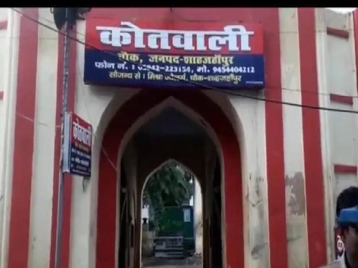 जागरण में गोद में बच्ची को उठाकर की अभद्रता, लोगों ने पकड़कर किया पुलिस के हवाले|शाहजहांपुर,Shahjahanpur - Dainik Bhaskar