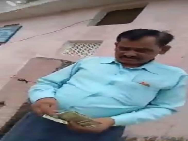 खादी ग्रामोद्योग विभाग के बाबू ने फाइल आगे बढ़ाने के लिए लिया सुविधा शुल्क|सोनभद्र,Sonbhadra - Dainik Bhaskar