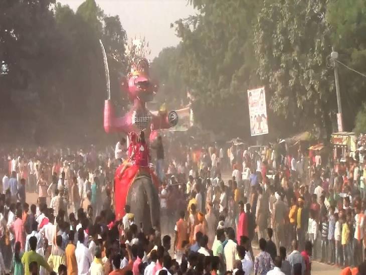 रावण-मेघनाद के पुतलों के साथ होता है राम-लक्ष्मण का सजीव युध्द, 169 सालों से चली आ रही है परंपरा जालौन,Jalaun - Dainik Bhaskar