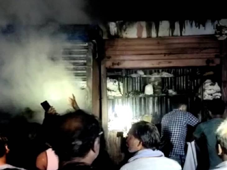फायर ब्रिगेड की 2 गाड़ियों ने पाया काबू, दुकानदार बोले- लाखों को हुआ नुकसान|हमीरपुर,Hamirpur - Dainik Bhaskar