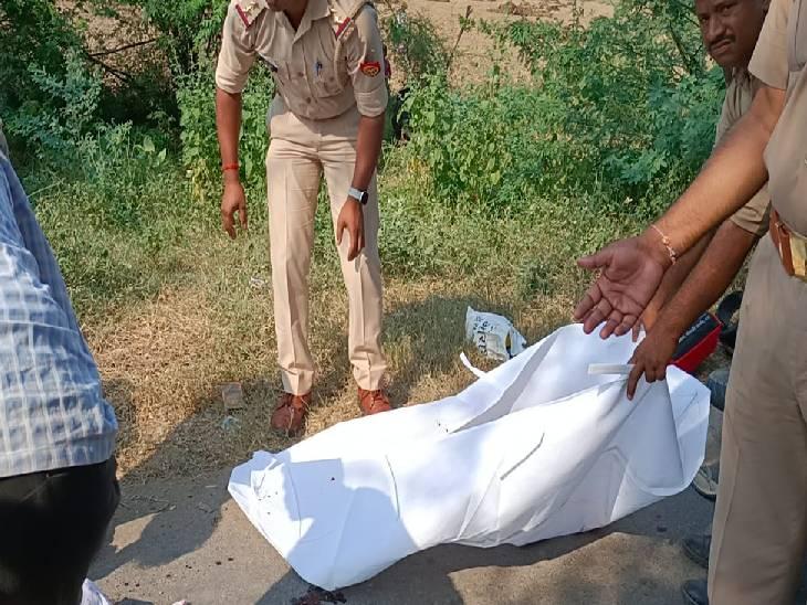 बाइक से जा रही दंपत्ति को मारी टक्कर, लोगों ने आरोपी को पकड़कर किया पुलिस के हवाले जालौन,Jalaun - Dainik Bhaskar