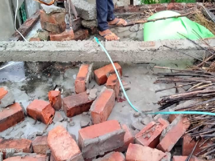 सीतापुर में तेज आंधी से गिरी दीवार, एक बच्ची की मौत; दो का चल रहा इलाज सीतापुर,Sitapur - Dainik Bhaskar