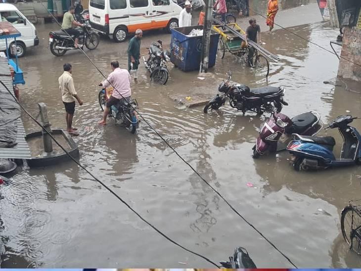 शहर में जगह जगह पानी भरा, नगर पालिका के दावों की खुली पोल|संभल,Sambhal - Dainik Bhaskar