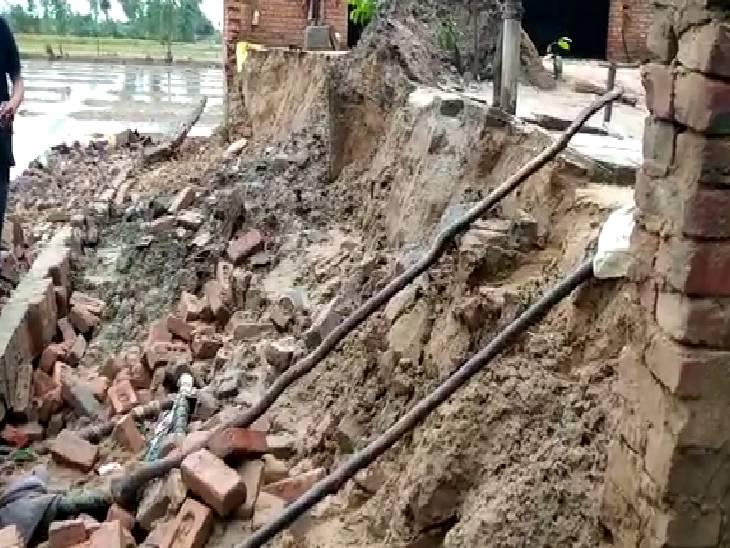 48 घंटे से लगातार हो रही बारिश की वजह से हुआ हादसा, 5 लोग मलबे में दबे|संभल,Sambhal - Dainik Bhaskar