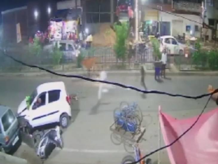 सब्जी मंडी में तेज रफ्तार कार ने लोगों को कुचला, 9 गंभीर रूप से घायल|उन्नाव,Unnao - Dainik Bhaskar