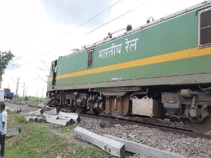 पंडित दीनदयाल उपाध्याय रेल रूट पर हुआ हादसा, मालगाड़ी को पटरी पर लाने का किया जा रहा प्रयास|चंदौली,Chandauli - Dainik Bhaskar