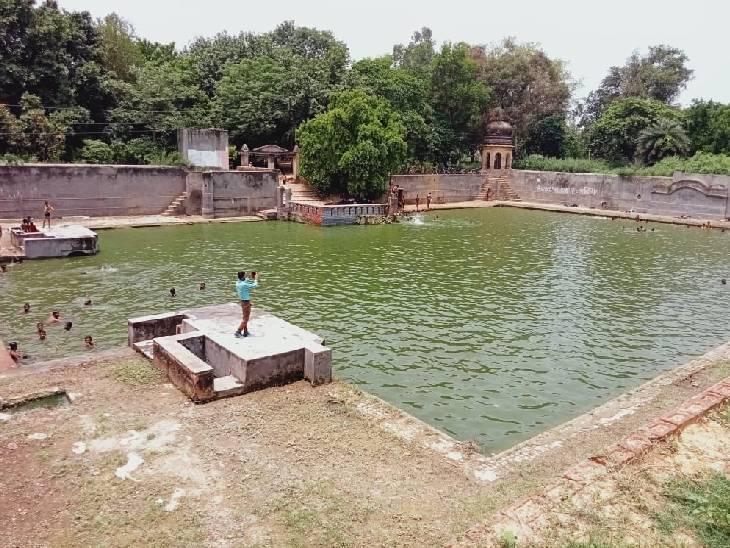 महाभारत काल से जुड़ा है इतिहास, मान्यता है कि स्नान करने से दूर हो जाते हैं चर्म रोग फर्रुखाबाद,Farrukhabad - Dainik Bhaskar