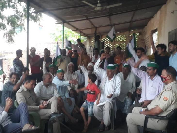 रेल रोको आंदोलन को लेकर पहले से मुस्तैद था प्रशासन, कई जगह प्रदर्शनकारियों को पुलिस ने हिरासत में लिया हाथरस,Hathras - Dainik Bhaskar