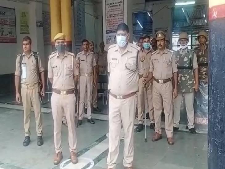 रेल रोको आंदोलन के खिलाफ एएसपी ने संभाली सुरक्षा व्यवस्था, भारी पुलिस बल रहा तैनात|संभल,Sambhal - Dainik Bhaskar