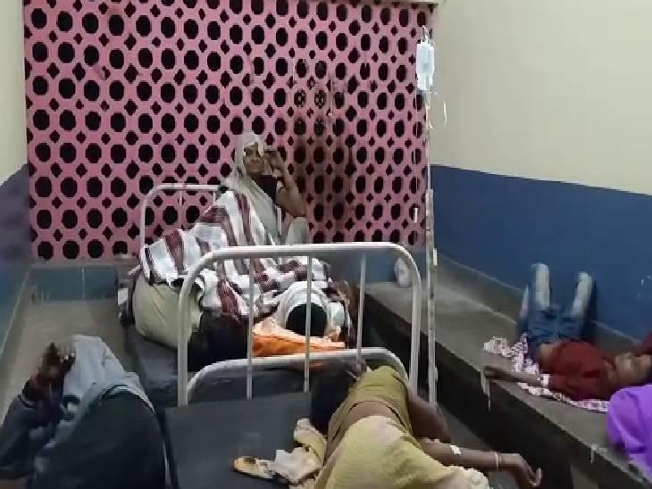 चरणामृत पीने के बाद लोगों का स्वास्थ्य बिगड़ा, ब्लाक प्रमुख की हालत भी खराब|उन्नाव,Unnao - Dainik Bhaskar