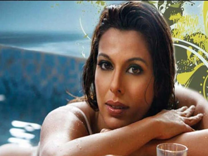 एक्ट्रेस पूजा बेदी और उनके मंगेतर को हुआ कोरोना, बोलीं- घबराने की जरूरत नहीं है, वैक्सीन न लगवाना मेरा पर्सनल डिसीजन|बॉलीवुड,Bollywood - Dainik Bhaskar