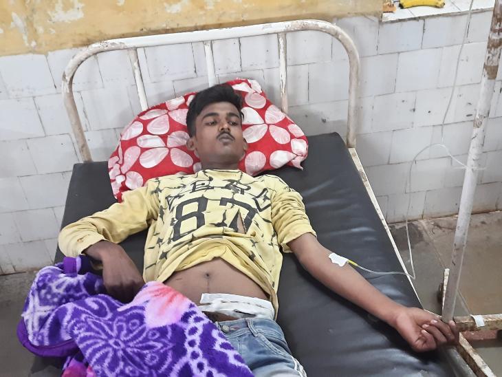 रतलाम के राजेंद्र नगर में युवक पर चाकू से हमला,थाने में शिकायत करने का लिया बदला|रतलाम,Ratlam - Dainik Bhaskar