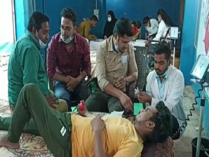 मुस्लिम समाज के लोगों ने लगाया कैंप, रक्तदान करके मनाया पैगम्बर साहब का जन्मदिन जालौन,Jalaun - Dainik Bhaskar
