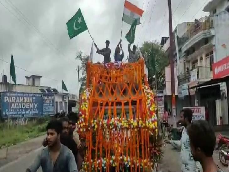 मुस्लिम समुदाय ने निकाला जुलूस, लोगों को दिया भाईचारे का संदेश|सिद्धार्थनगर,Siddharthnagar - Dainik Bhaskar