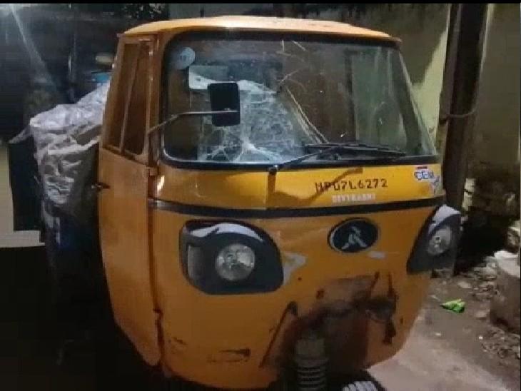 ऑटो में मिले मवेशियों के 70 किलो अवशेष; पुलिस ने गाड़ी जब्त कर ड्राइवर को पकड़ा|ग्वालियर,Gwalior - Dainik Bhaskar